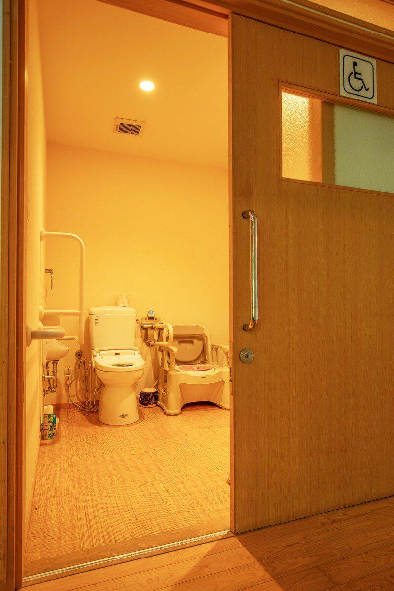 バリアフリー 多目的トイレ